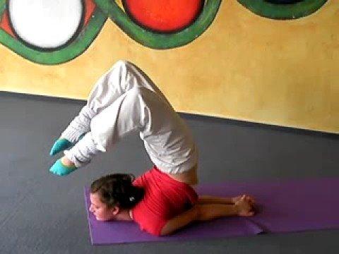 Die Heuschrecke - Yoga Übung für Profis - YouTube