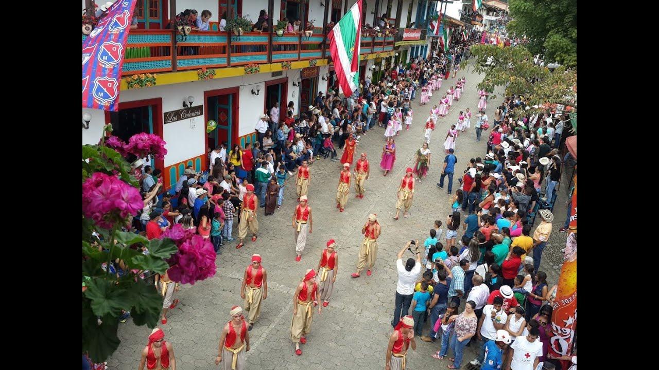 Desfile de comparsas fiestas de la rosa jard n 2015 for Fiestas jardin antioquia 2016