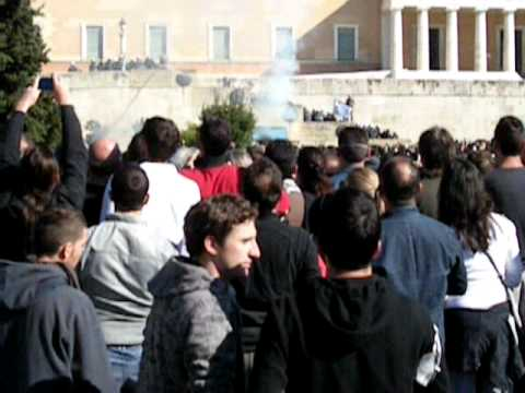 Demonstration in Athens 2011 October 19-Post of Greek Parliament on fire