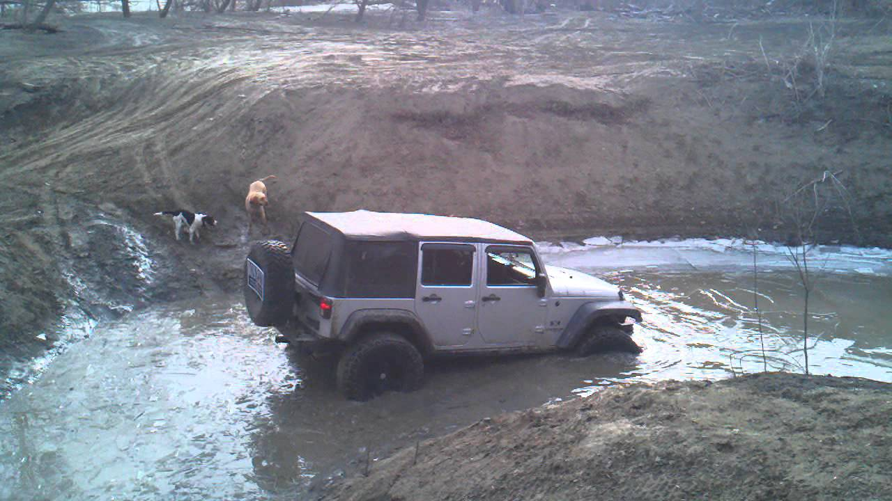 Jeep Wrangler Unlimited in deep water - YouTube