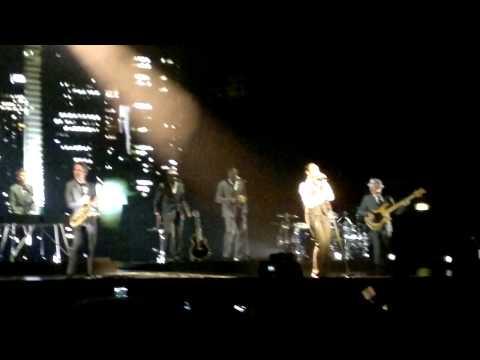 [4/10] Sade - Forum Assago (Milan Milano Italy) 06/05/2011