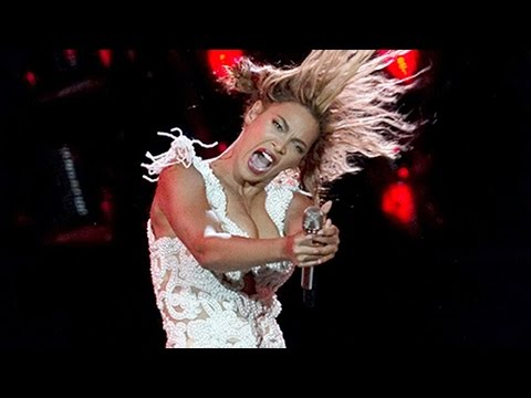 Beyonce's Ear Drips With Blood During Live Performance