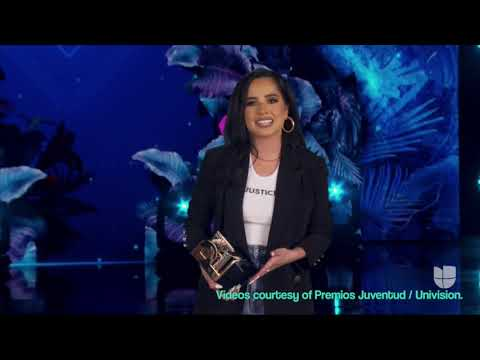 Premios Juventud - Becky G recibe el premio agente de cambio