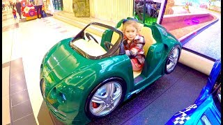 Little Girl Ride on Car - Driving in the Car Song * Niña Conduciendo el Coche