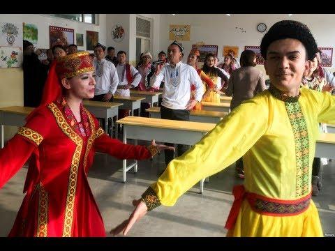 """中国向外媒展示新疆""""再教育营"""""""