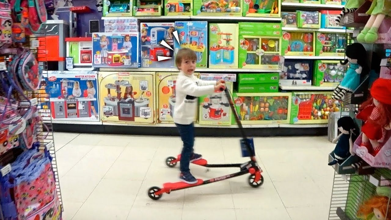 Patinete na loja de brinquedos toys r us lego nerf - Sillones infantiles toysrus ...