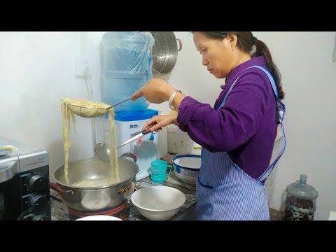 面食最美味的做法,不用擀面不用刀切,在锅里一扔就能吃