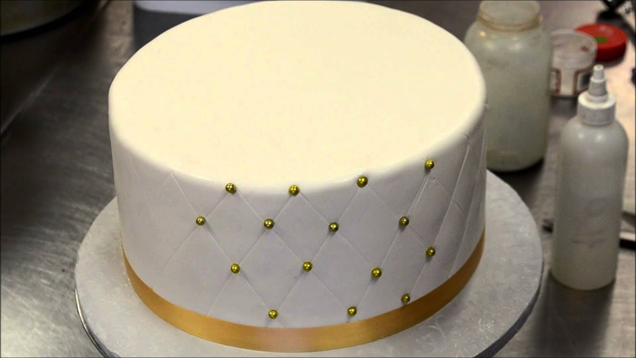 Easy Cake Icing Patterns: How To Make Diamond Patterns On Cake With Eatable Dots