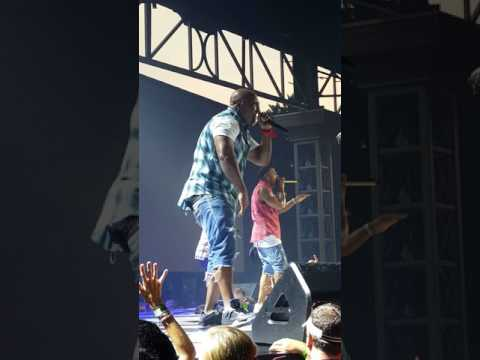 Nelly on the FGL Smooth Tour-Country Grammar