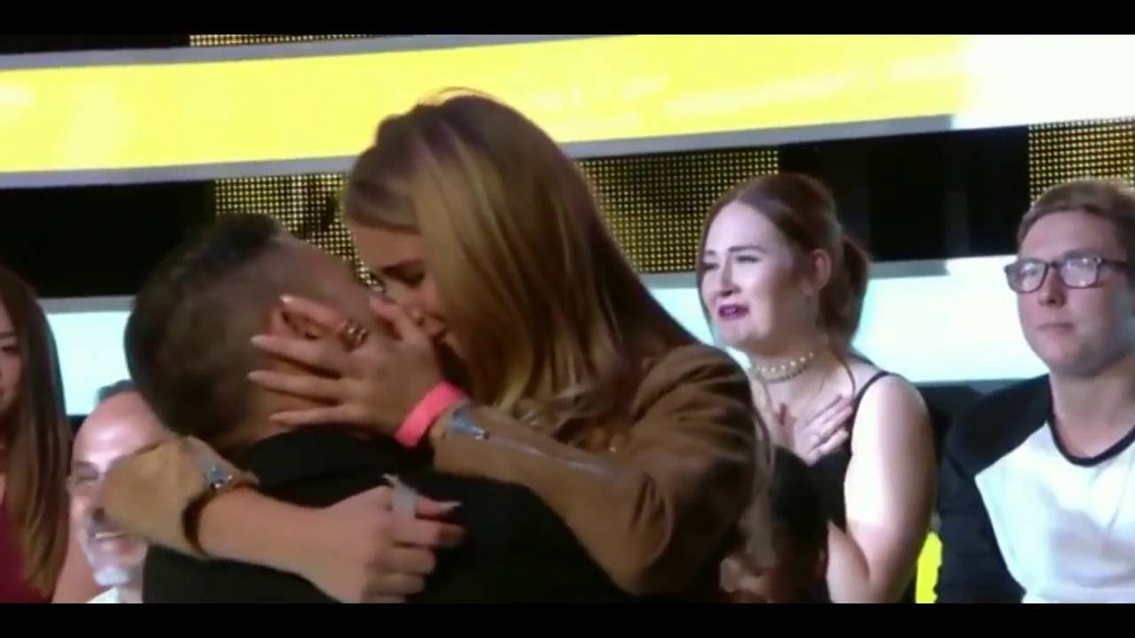 Boyfriend Ricky Norwood kissing her unidentified girlfriend