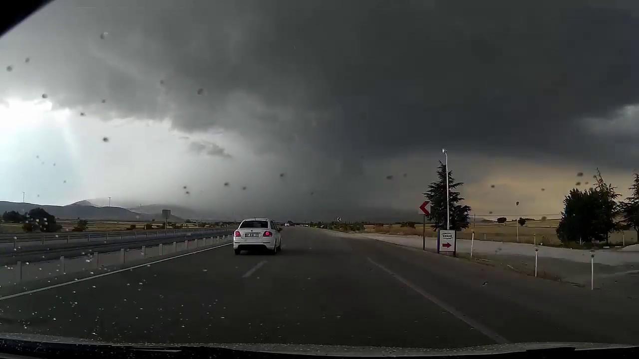 Afyon'da yaşanan hortum panik yarattı