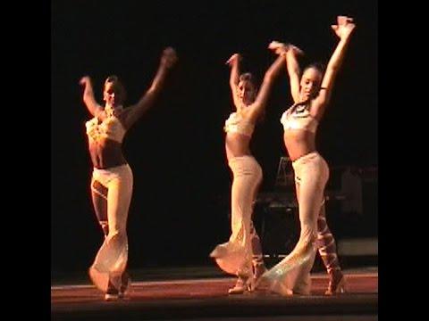 Sexy Cabaret Dancing in Havana
