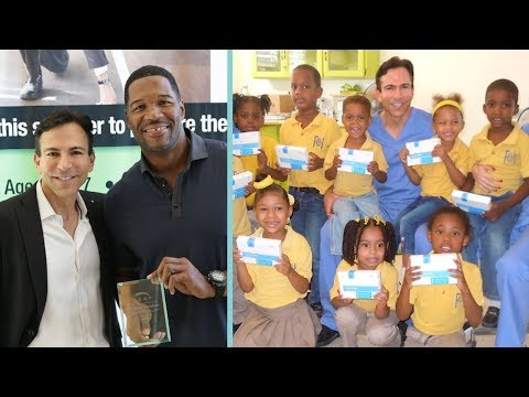 "This ""Celebrity Dentist"" Makes Everyone Smile With His Philanthropic Ways!"