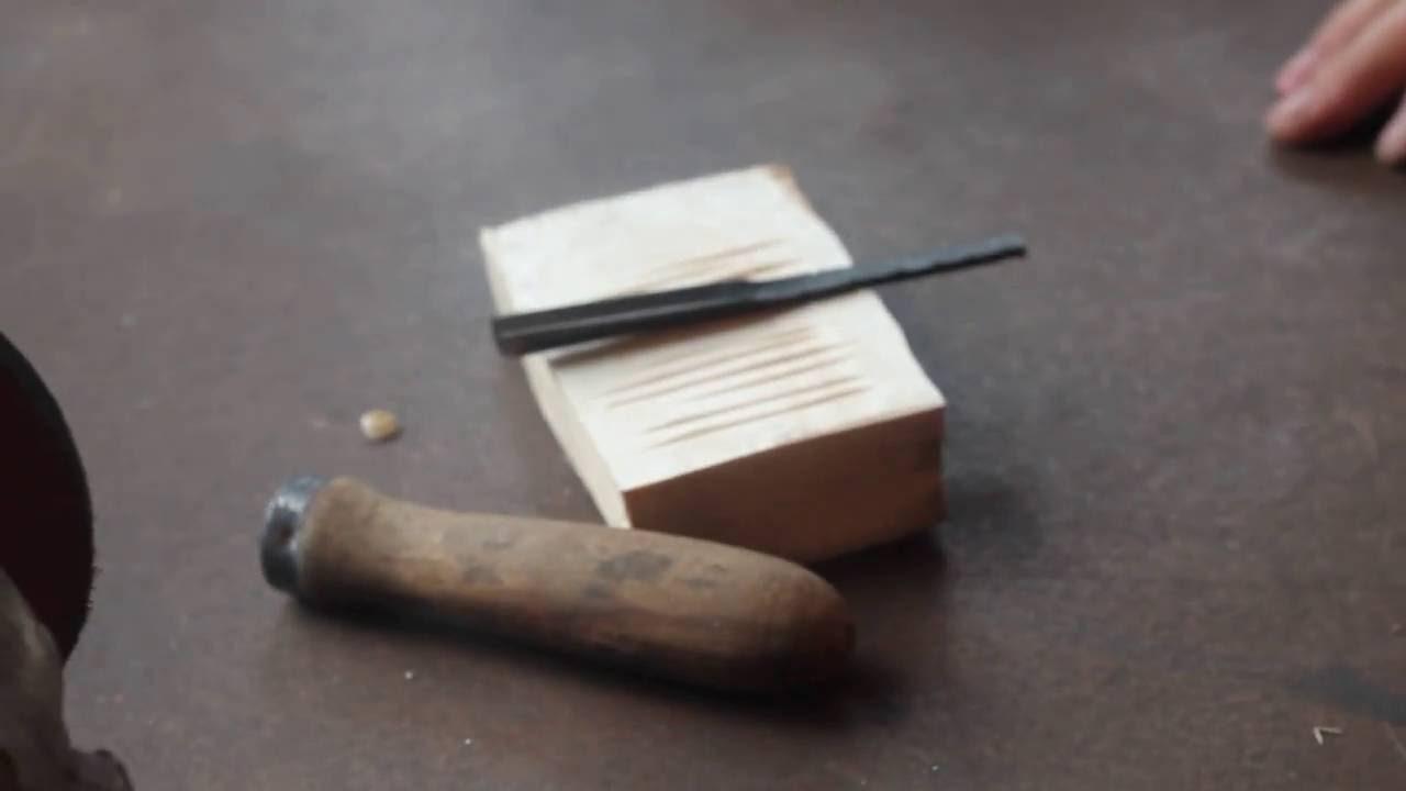 Плоские;; полукруглые. При выборе инструмента обратите внимание на следующие важные характеристики: ширина режущей части (например, стамески с узким лезвием часто используются для резьбы по дереву);; форма лезвия;; форма и материал рукоятки (например, на моделях от stanley рукоятки.