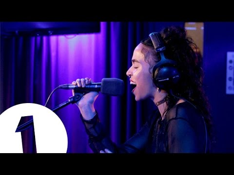 FKA twigs - Video Girl in the Live Lounge
