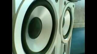 MONSTER BASS   PHILIPS (mini HI FI  system FWD872)