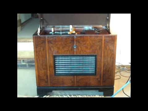 H M V 800 1936 Radiogram