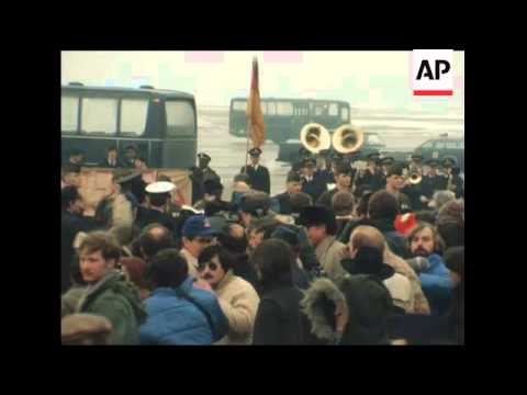 CUTS 27 1 81 US IRAN HOSTAGES FLY HOME FROM WEST GERMANY