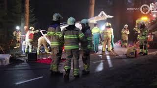 Automobilist zit ruim 1,5 uur bekneld in Kootwijk; politie haalt zakken bloed