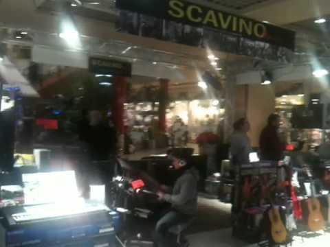 Scavino Musica Le Gru Torino natale 2010 strumenti musicali