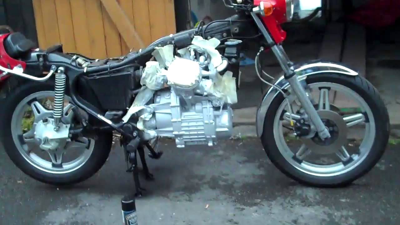 How To Paint A Motorcycle Using Spray Paint