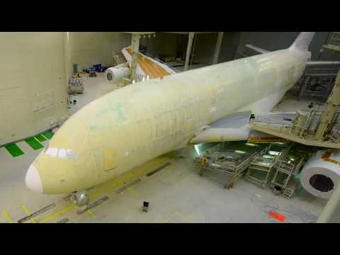 Timelapse Painting of an Airbus A380 | Emirates Airline
