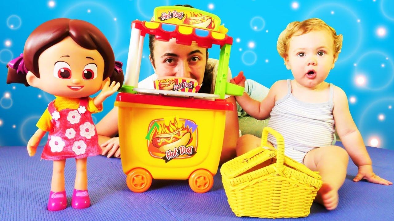 Niloya ile yemek oyunları. Bebek videosu.
