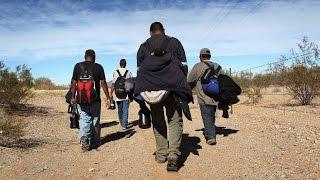 ¿Cuánto cobran los coyotes que ayudan a inmigrantes a cruzar fronteras ilegalmente?