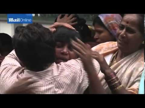 [RAW]Building collapses in India leaving up to 90 trapped in rubble