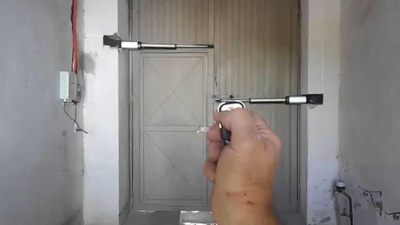 Puerta abatibles de dos hojas automatizada con pistones - Puertas de dos hojas ...