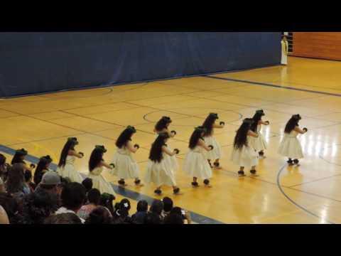 Na Wahine Waipahe - Sacred Hearts Academy Hula 2016