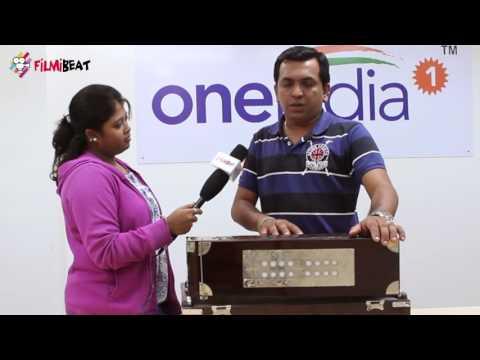 Bigg Boss Contestant Ravi Murur Crooning (Exclusive)