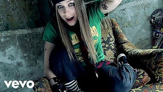 Watch Avril Lavigne Sk8er Boi video