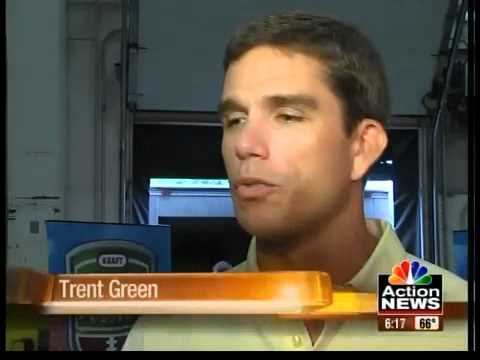 Trent Green helps Kraft fight hunger