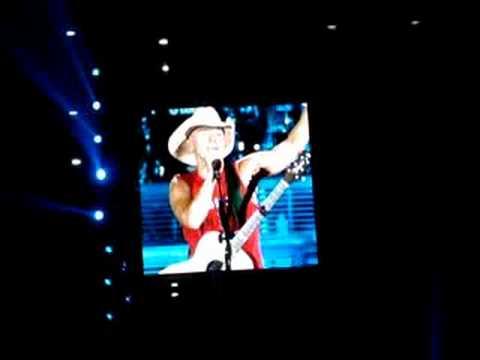 Kenny Chesney - She's From Boston. Foxboro 2008