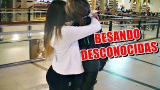 BESO O GUANTAZO / BESANDO DESCONOCIDAS