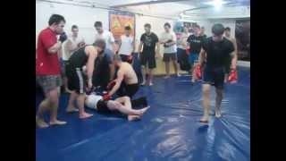 Кикбоксер против боксера, смотрите конец!!!