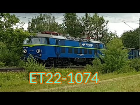 ET22-1074 z węglarkami przez Maślice