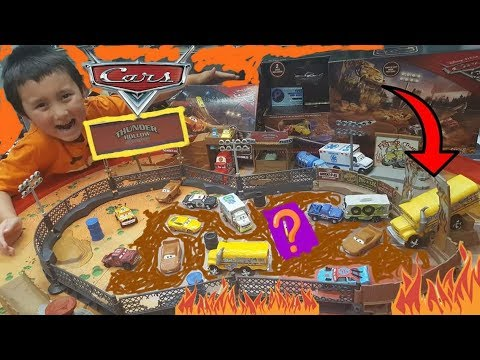 Shopping at CARLS! DISNEY CARS TOYS! THUNDER HOLLOW CHALLENGE! SMASH & CRASH DERBY PLAYSET! SUPRISE!