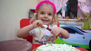 Anabella face Tort pentru Ziua de Nastere a Mamei | Anabella Show