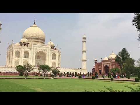 Traveleing from Delhi to the Taj Mahal and Agra Fort in Agra City in India