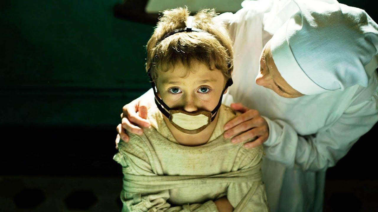 完全無痛覺的小孩,被長期關押做實驗,竟慢慢變得兇殘變態!驚悚恐怖片《無知無覺》