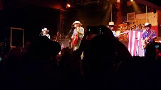 Midland intro Check Cashin' Country 10.21.17 Billy Bob's Texas