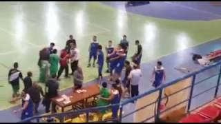 بالفيديو.. خناقة شوارع بين لاعبي فريق سموحة وطلائع الجيش بدوري السلة