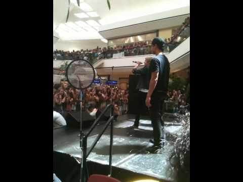 Cody Simpson singing On My Mind at the Stoneridge Mall in Pleasanton, California. (Front row)