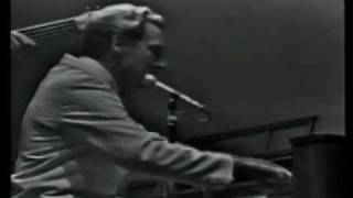JERRY LEE LEWIS - ROCKIN PNEUMONIA AND THE BOOGIE WOOGIE FLU.