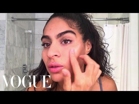 "Jessie Reyez's 5-Minute ""Fake Awake"" Beauty Routine | Beauty Secrets | Vogue"