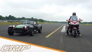 Fahrspaß-Check Auto gegen Motorrad | Caterham 275 vs. Honda Gold Wing | GRIP