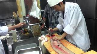 (part 2. Gutting) Japanese giant unagi (eel) preparation