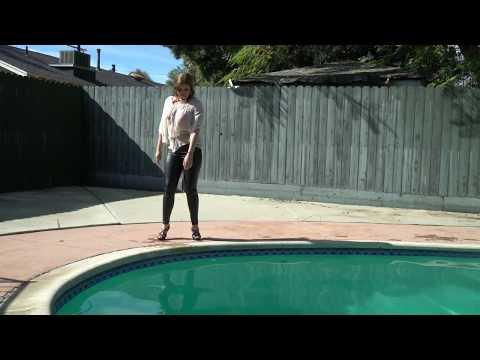 Kiki in Latex Pants Dives